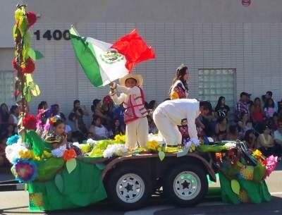 Float at the Fiestas Patrias Parade